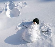 Enjoy cozy interiors and the beauty of nature. Snowman making a snow angel!Snowman making a snow angel! Enjoy cozy interiors and the beauty of nature. Snowman making a snow angel!Snowman making a snow angel! Winter Szenen, Winter Time, Winter Christmas, Winter Craft, Winter Season, Snow Much Fun, Snow Sculptures, Snow Art, Photo Images