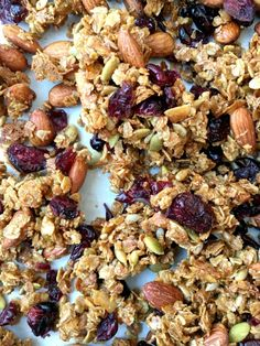 Cranberry Almond Granola Bites: This recipe is a cross between granola and a granola bar. A simple baking technique helps the granola stay clumped together so you can break it into clusters, which makes it great for nibbling. Cranberry Almond Granola Recipe, Chunky Granola Recipe, Cranberry Bars, Granola Clusters, Granola Bites, Keto Granola, Almond Recipes, Bar Recipes, Recipies