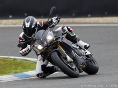Aprilia Tuono V4R - Fast, focused and angry with the best soundtrack.