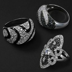 This cubic zirconia armor ring takes a modern twist on a vintage design // Bling Jewelry Bling Jewelry, Boho Jewelry, Fashion Jewelry, Gold Jewellery, Sterling Silver Jewelry, Silver Rings, Full Finger Rings, Armor Ring, Rings For Men