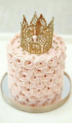 Beautiful cake, I love the ornament of the crown.
