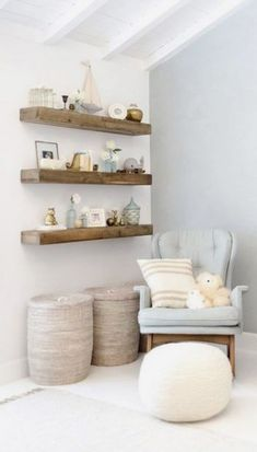We really want to make wooden shelves like this one for your room, maybe even some matching corner shelves. … – Tess Robin # We really want to make wooden shelves like this one for your room, maybe even some matching corner shelves. Baby Room Boy, Baby Bedroom, Baby Room Decor, Girl Room, Bedroom Small, Baby Room Design, Wooden Shelves, Baby Shelves, Nursery Shelves