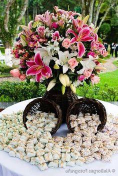 cake decoration Source by alaroussabridalconcierge Summer Wedding, Diy Wedding, Wedding Favors, Rustic Wedding, Wedding Flowers, Dream Wedding, Wedding Day, Party Decoration, Wedding Decorations