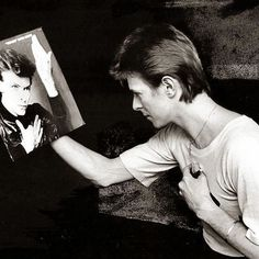 """""""All art is unstable. Its meaning is not necessarily that implied by the author, There is no authoritative active voice. There are only multiple readings."""" -David Bowie  #davidbowie #bowie #BowieForever #pop #DavidBowieForever #starman #tuesday #quoteofth"""