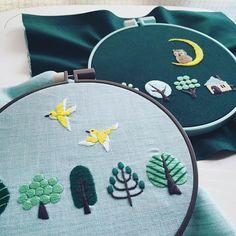 『annasの草花と動物のかわいい刺繍』(河出書房新社)より 見開きのページなのですが、朝と夜の設定の図案です。…