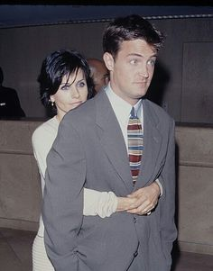 Matthew Perry and Courtney Cox bts FRIENDS - bts Courtney Cox Friends Matthew Perry - Couple 221872719129312442 Friends Tv Show, Serie Friends, Friends Cast, Friends Moments, Just Friends, Friends Forever, Chandler Bing, Monica E Chandler, Ross Geller