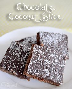 This is a childhood favourite of mine, Chocolate Coconut Slice. Easy to make, no need for an electric mixer and a nice occasional treat for the lunch boxes Chocolate Coconut Slice Print Prep time 15 mins Cook time 35 mins Total time 50 mins Author:… Chocolate Coconut Slice, Chocolate Brownies, Yummy Treats, Sweet Treats, Yummy Food, Healthy Treats, Slab Cake, Cake Stall, Vegetarian Chocolate