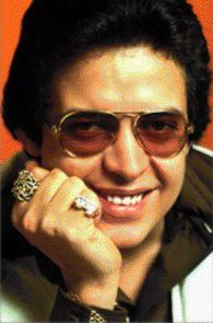 Héctor Juan Pérez Martínez (September 30, 1946 – June 29, 1993), better known as Héctor Lavoe, was a Puerto Rican salsa singer. He moved to New York City when he was 17 years old. On his first week living in the city, he worked as the vocalist of a sextet formed by Roberto García. During this period, he performed with several other groups, including Orquesta New York, Kako All-Stars, and the Johnny Pacheco band. In 1967, Lavoe joined Willie Colón's band and performed as the band vocalist.