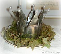 Ein Kranz und eine Krone (DIY)   Home and Garden Tin Can Art, Tin Art, Fun Diy Crafts, Crafts To Make, Country Crafts, Plant Hanger, Handicraft, Christmas Crafts, Candle Holders