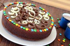 עוגת שוקולד בחושה מעולה It's Your Birthday, Cooking Recipes, Cake, Desserts, Food, Drink, Pie Cake, Tailgate Desserts, Pie
