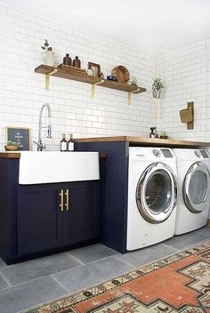 On Monday we unveiled our newlaundry room makeover…did you see it? We're totally in love with the new space, especially the shelves and shiplap that we built. Well today we're sharing 20 amazing laundry room makeovers that we've found along the way for inspiration. Come take a look… Navy Modern Laundry Room by Bre Purposed …