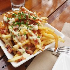 Manliness in a bowl. Happiness in the tummy. Damm good fries.