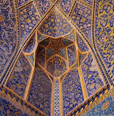Esfahan, Iran - Decorative pale blue Tiles adorn the Ceiling of Isfahan's Imam Mosque. The Building is completely covered in the Tiles which became a Trademark of the City. Persian Architecture, Art And Architecture, Islamic Calligraphy, Calligraphy Art, Oriental, Iron Work, Arabian Nights, Beautiful Buildings, Tile Design