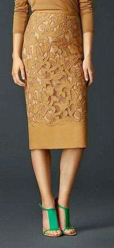Burberry Prorsum Laser-Cut Lace Pencil Skirt- plu the emerald, love the look! Mode Outfits, Skirt Outfits, Dress Skirt, Lace Skirt, Dress Up, Dress Lace, Waist Skirt, Lingerie Look, High Fashion