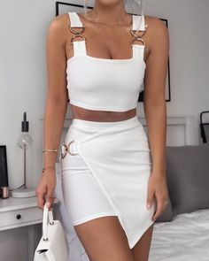 beautiful summer outfits - Street Style Outfits schöne Sommeroutfits Outfits for your summer look. the is in SEE DETAILS Best Casual Outfits, Crop Top Outfits, Mode Outfits, White Outfits, Classy Outfits, Beautiful Outfits, White Outfit Party, White Two Piece Outfit, 30 Outfits