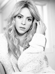 Nova imagem promocional do álbum Shakira. New promotional picture from the album Shakira. Lil Wayne, Divas, Shakira Mebarak, Beautiful People, Beautiful Women, Simply Beautiful, Absolutely Gorgeous, Latest Music Videos, Portraits
