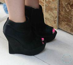 peep toe booties <3