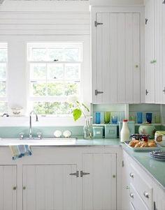Top 75 Fantastic Beach Cottage Kitchen Design and Decorating https://decorspace.net/75-fantastic-beach-cottage-kitchen-design-and-decorating/