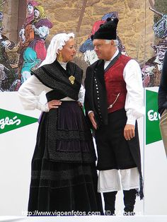 FolkCostume&Embroidery: Overview of the Folk Costumes of Europe, Galicia, Spain Art Costume, Folk Costume, Dance Costumes, Celtic Costume, Spanish Costume, Folk Clothing, Spanish Art, All Races, Traditional Dresses