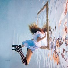 Dive into the surreal world of photographer Elena Kalis with Alice In Waterland, her brilliant interpretation of the classic Lewis Carroll story. Elena Kalis, Underwater Photography, Art Photography, Flying Photography, Fashion Photography, Perspective Photography, Photography Gallery, Image Deco, Foto Fun