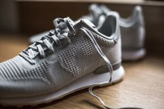 NIKE WMNS INTERNATIONALIST JCRD WHITE/GREY MIST-WHITE-GM YLLW available at www.tint-footwear.com/nike-wmns-internationalist-jcrd-100 nike wmns internationalist jcrd retro running gum sole sneaker sneakers tint footwear studio munich münchen