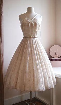 Cette belle robe est une autre conception de Xtabay Exclusive, faite juste pour nous ! Cest une robe de style années 1950 avec une jupe, un