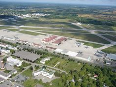 CFB Trenton-Saluting our Canadian Forces in world peace efforts! Royal Canadian Navy, Canadian Army, Trenton Ontario, Military Careers, World Peace, Air Show, Armed Forces, Places Ive Been, Air Force