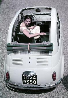 Au coeur du Grand Palais, un drive-in à l'ancienne. Ce mois de juin fêtera un digne retour dans les années 50.