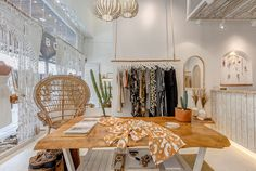 retail store architecture scandinavian and rustic, mediterranean, boho and natural decor Boutique Interior, Clothing Store Interior, Boutique Decor, Boutique Design, Cafe Interior, Boho Boutique, Minimalist Dining Room, Store Interiors, Interior Decorating