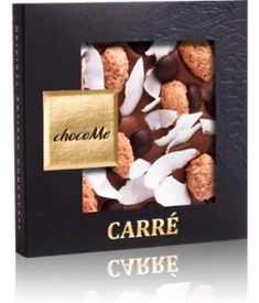 ChocoMe Carre Milk Chocolate, Almond, Coconut, Dark Chocolate Pastille... Σοκολάτα γάλακτος 40% κακάο, αμύγδαλα με επικάλυψη κανέλας και ζάχαρης, φλούδες καρύδας, κομμάτια μαύρης σοκολάτας. Υπέροχο άρωμα σοκολάτας γάλακτος με νότες καρύδας και καραμελωμένων αμύγδαλων. Πολύ νόστιμη γάλακτος με παραμυθένια αμύγδαλα που εκτοξεύουν την γεύση μαζί με απαλή καρύδα και πινελιές μαύρης σοκολάτας. Γλυκιά γάλακτος που σε συνδιασμό με τα υπόλοιπα υλικά δίνει ένα μέτρια γλυκό αποτέλεσμα. Από τις καλύτερες! Chocolate Festival, Chocolate World, Cinnamon, Almond, Artisan, Milk, Place Card Holders, Sugar, Gourmet