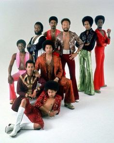 Earth Wind and Fire Fine men, Soulful Sound, Dancing! I thought I would grow up and marry one of the African Gods!lamo
