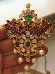 Gold Jewelry In Egypt India Jewelry, Fine Jewelry, Gold Jewelry, Jewelry Stand, Gold Earrings, Indian Wedding Jewelry, Bridal Jewelry, Ancient Jewelry, Antique Jewelry