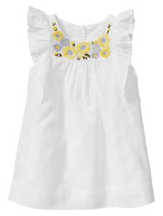 Gap : Embroidered sunflower dress - I can't resist those flutter sleeves!