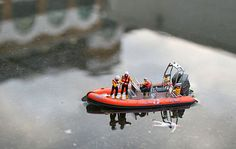 """The """"Little People Project"""" Gallery by Slinkachu  http://pinterest.com/hahamedia/"""