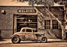 Hot Rod Builds and Project Videos Hot Rod How To Videos Metal Work / Welding Videos Paint & Pinstriping Videos Performance Tips and Tricks Kustom Kulture Videos Smoke and Fire 32 Ford, Hot Rod Autos, Traditional Hot Rod, Ex Machina, Us Cars, Old Trucks, Lifted Trucks, Rat Rods, Belle Photo
