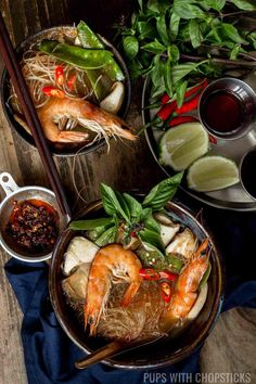 Tom Yum Goong recipe for a Thai spicy hot and sour soup that& addictively comforting. This recipe includes shrimp, vegetables and glass noodles to make it into a heartier more filling soup that can be eaten as a meal as well. Tom Yum Soup, Tom Yum Noodle Soup, Seafood Soup Recipes, Dinner Recipes, Chili Recipes, Thai Hot And Sour Soup, Hot Soup, Shrimp And Vegetables, Gourmet