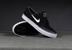 ** Streetwear daily - - - Click this picture to check out our clothing label ** Cool Adidas Shoes, Mens Vans Shoes, Nike Shoes, Vans Men, Moda Sneakers, Cute Sneakers, Sneakers Nike, Janoski Nike, Nike Sb Janoski Black