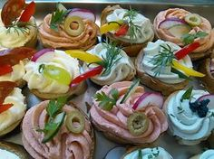 Jednohubky Party Snacks, Appetizers For Party, Czech Recipes, Ethnic Recipes, Canapes, Food Design, Diy Food, Deli, Finger Foods