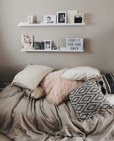 Bedroom Decor with Brown Furniture . Bedroom Decor with Brown Furniture . Master Bedroom Idea Gray Walls with Dark Brown Furniture Apartment Bedroom Decor, Diy Bedroom Decor, Home Decor, Bedroom Ideas, Teen Bedroom, Cozy Bedroom, Apartment Ideas, Bedroom Pictures, Bedroom Wall