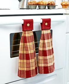 Keep your kitchen clean and your hands dry with this Set of 2 Hanging Country Kitchen Towels. Each has a classic plaid design with a button accent.The fab Kitchen Towels Hanging, Kitchen Hand Towels, Hanging Towels, Dish Towel Crafts, Dish Towels, Tea Towels, Paint Your House, Country Kitchen Designs, Plaid Design
