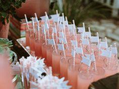 Palhinhas às riscas em casamentos. #casamento #ideias #palhinhas #copos #bebidas #sumos