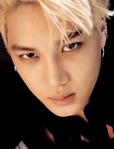#KAI #EXO IM CRYING MY HEART HURTS SO MUCH. KAI STAHP IT