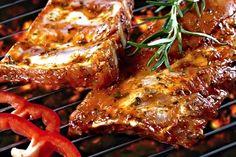 Tmavá marináda vhodná na žebírka, či jiné pečené nebo grilované maso, skvělá je i na zeleninu. Chimichurri, Barbacoa, Bbq Grill, Grilling, Marinade Sauce, Modern Food, Food And Drink, Vegetarian, Recipes