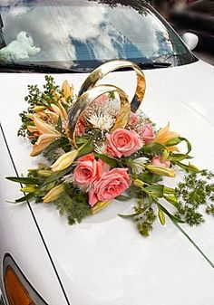 Wedding Car Flower Decoration Collections 2013 Your A lot of Outstanding Bridal Motor vehicle Decor Wedding Car Decorations, Flower Decorations, Bridal Car, Car Wedding, Luxury Wedding, Wedding Rings, Just Married Car, Wedding Flowers, Floral Wreath