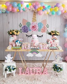 Festa de unicórnio com mesa do bolo decorada de maneira simples Foto de Jarra Hotel Unicorn Themed Birthday Party, Birthday Party Tables, Unicorn Birthday Parties, First Birthday Parties, Birthday Party Decorations, First Birthdays, Birthday Celebration, Ideas Party, Ideas Creativas