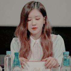 Blackpink Members, Rose Icon, Park Chaeyoung, Yg Entertainment, Ulzzang Girl, Korean Girl Groups, Mochi, Aesthetics, Instagram
