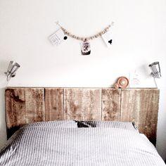 #reclaimed #wood #headboard • source: Bed met steigerhouten hoofdbord. | By irispetri
