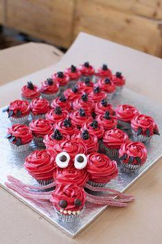 Dragon cupcake cake make green - Birthday Cake Vanilla Ideen Dragon Birthday Cakes, Dragon Birthday Parties, Dragon Cakes, Cupcake Birthday Cake, Dragon Party, Cupcake Party, Cupcake Cakes, Wedding Cupcakes, 8th Birthday