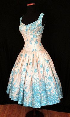 Vintage Clothes Silk Drop Waist Dress blue white full skirt vintage fashion - A stylish new way to look at style. Pretty Outfits, Pretty Dresses, Beautiful Outfits, Cool Outfits, Gorgeous Dress, Elegant Dresses, 1950s Fashion, Vintage Fashion, Fashion 2018