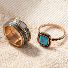 Get a vintage look with these summer ring combinations Summer - ring - turquoise - rose gold - sieraden - jewelry - vintage - bohemian - boho - aesthetic - shell - fashion - ixxxi jewelry Boho Aesthetic, Turquoise Rings, Boho Festival, Vintage Bohemian, Vintage Looks, Shells, Gold Rings, Vintage Jewelry, Rings For Men